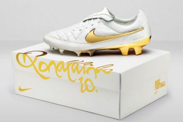 Nike Football Ronaldino Tiempo Gold BOX