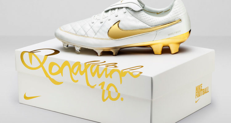 Nike Football Ronaldino Tiempo Gold BOX