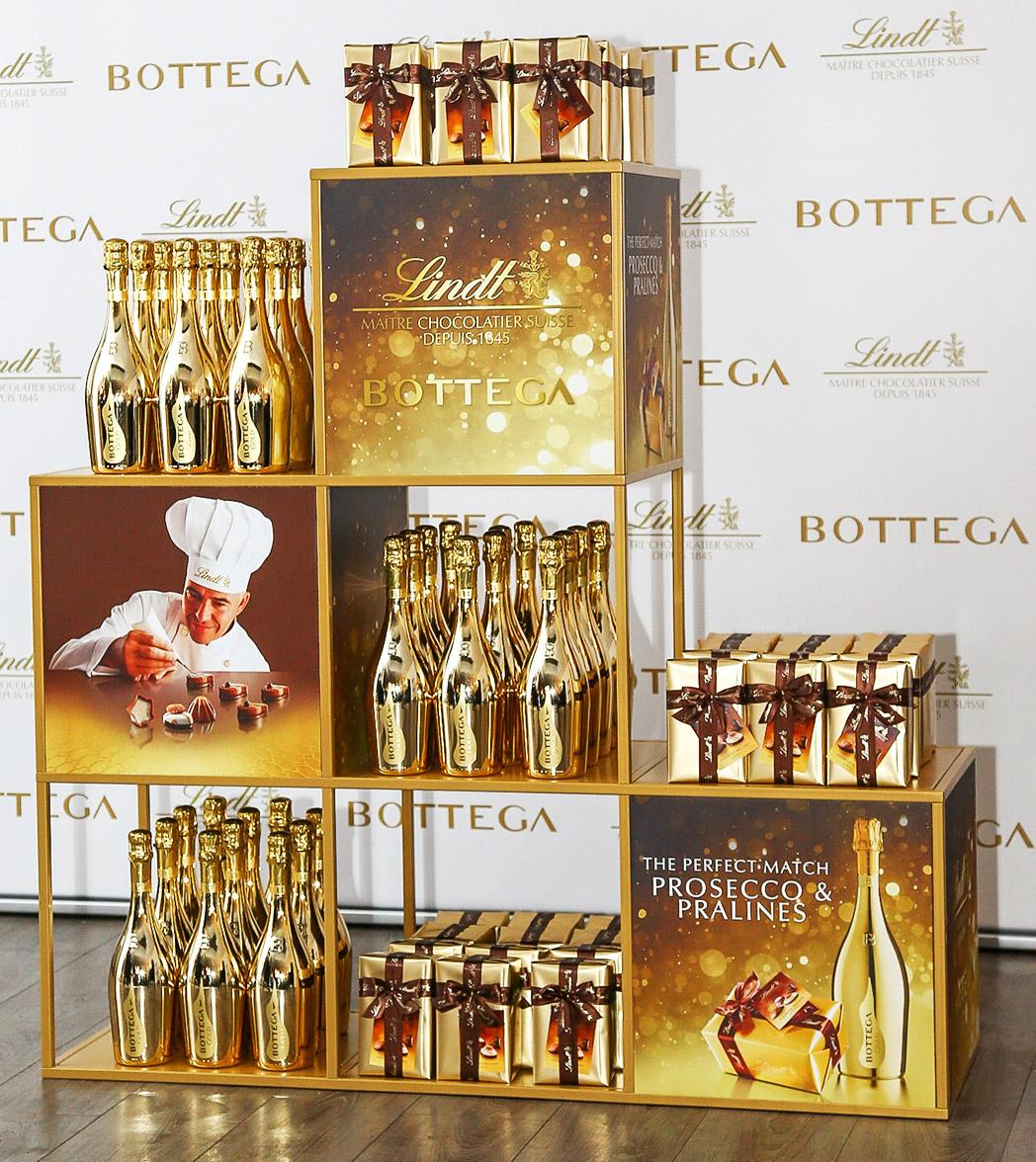 Bottega Lindt gold gift set display